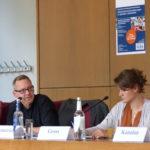 Foto von Michael Krennerich und Tandiwe Gross während der Podiumsdiskussion